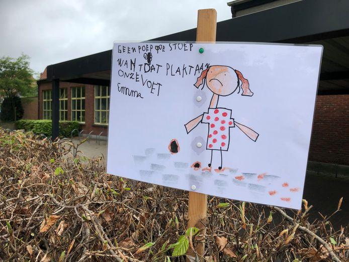 Met tekeningen roepen de kinderen van Delta op om hondenpoep op te ruimen