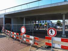 Onderdoorgang Julianabrug afgesloten na 'onregelmatigheden' bij werk aan fietspad