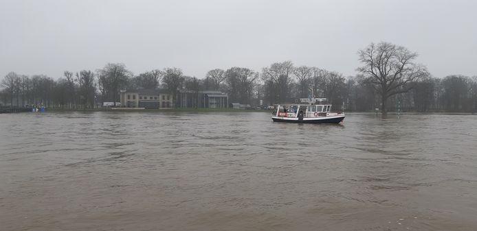 De IJssel bij Deventer, dinsdagmiddag.