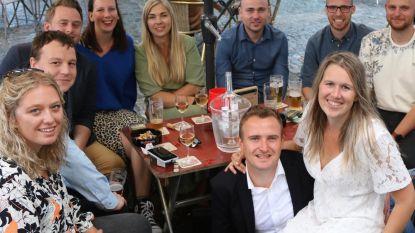 Pieke en Dries vieren trouwreceptie bij café Den Bokser
