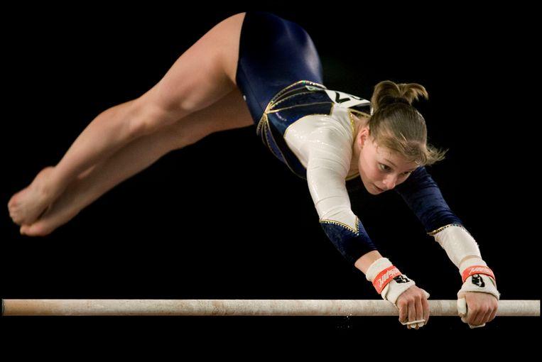 Stephanie Tijmes op ongelijke brug tijdens het EK turnen in 2007. Beeld Patrick Post / Sportstation