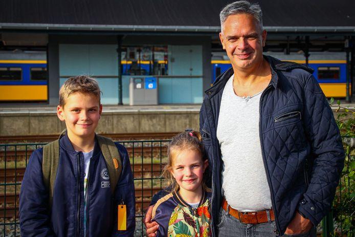 Samuel en zijn vader Nic Pot waren niet echt bezorgd tijdens het incident, maar zijn wel opgelucht dat ze eindelijk uit de trein (achter hen) konden uitstappen. Het levert een knuffel op van Felicia.