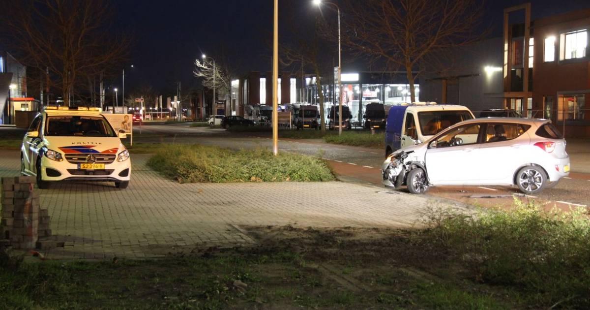 Veel schade na botsing op kruising in Nijverdal.