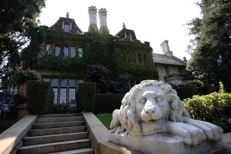 The Playboy Mansion in Beverly Hills, Californië, het landgoed waar Hugh Hefner met meerdere jonge vrouwen woonde. Beeld AFP