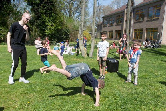 Buitenspeeldag in het Sint-Michielspark in Achel. FOTO TVG TONY VAN GALEN (archief)