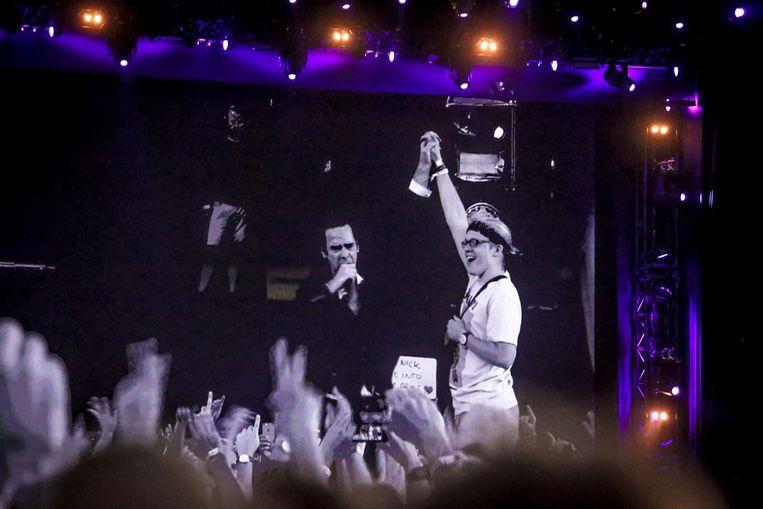 Lander (16) met Nick Cave op het podium.