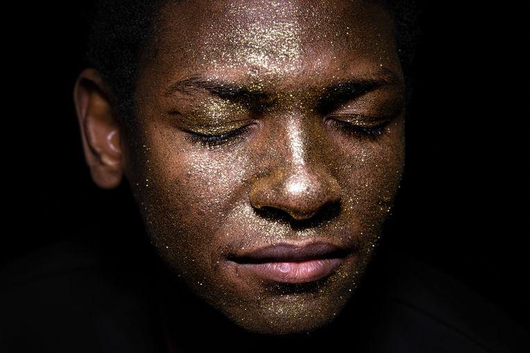 Abdulaal (22) wil acteur worden. Hij houdt van aandacht, in de spotlights staan. Hij kwam op 17-jarige leeftijd vanuit Soedan alleen naar Nederland. Beeld Cigdem Yuksel