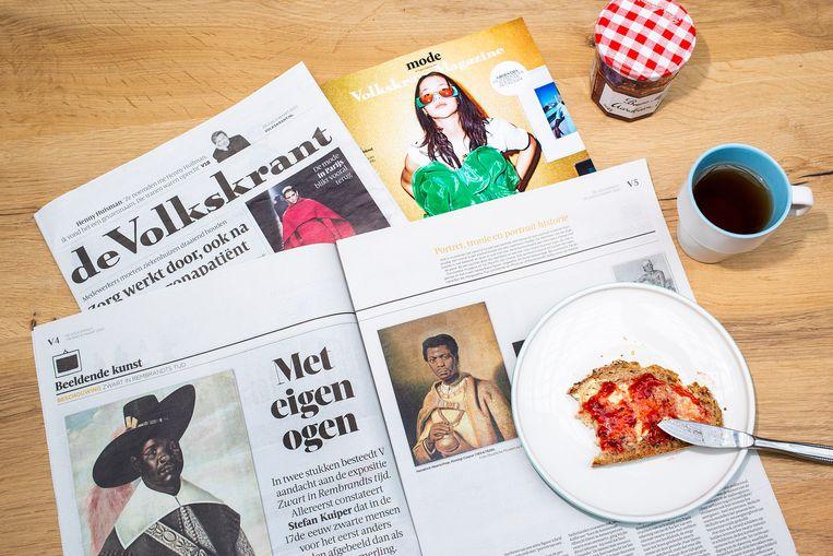 De Volkskrant aan het ontbijt.  Beeld Najib Nafid