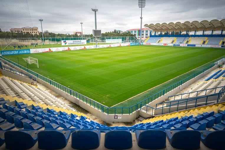 Het stadion met links het trainingscomplex van FK Karabag in Bakoe.  Beeld Freek van den Bergh / de Volkskrant