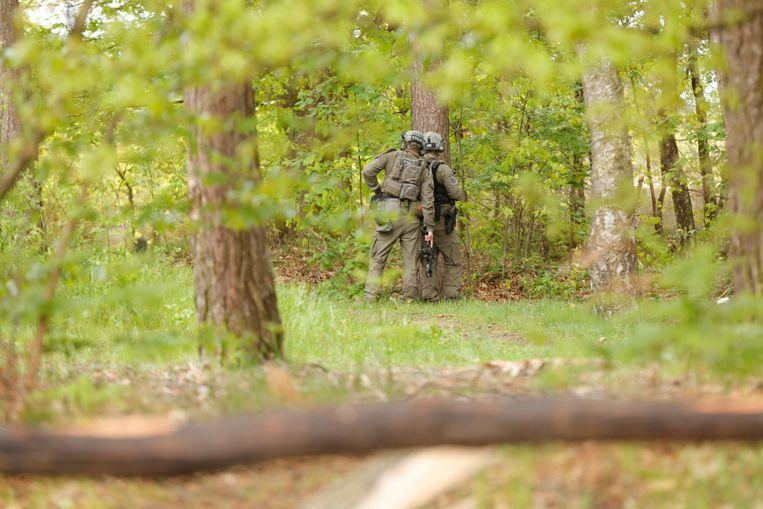 Militairen hebben park de Hoge Kempen uitgekamd. Beeld BELGA