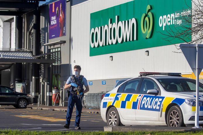 Vrijdag viel de 32-jarige Ahmed Aathill Mohamed Samsudeen zeven mensen aan in een supermarkt in Auckland. Hij werd doodgeschoten door undercoveragenten die hem sinds juli non-stop volgden.