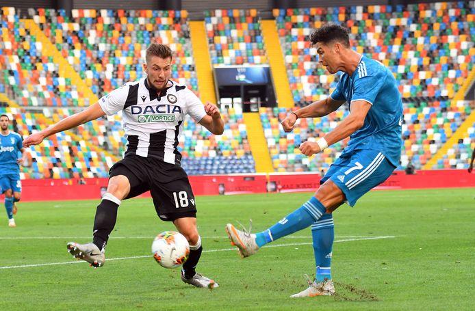 Hidde ter Avest bij een van zijn hoogtepunten in Italie: duellerend met de wereldster Ronaldo.