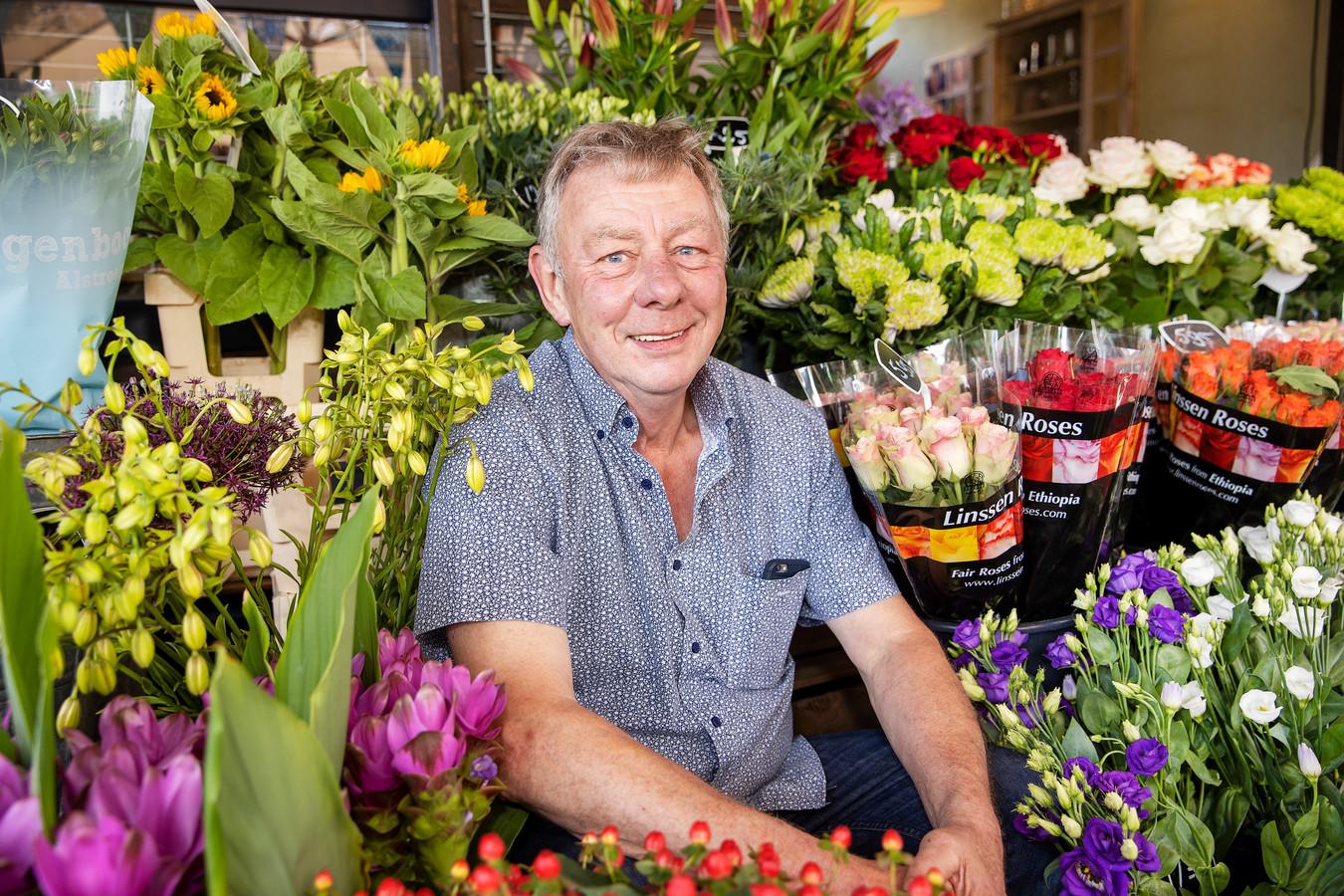 Na veertig jaar stopt Fred Koning met zijn bloemenstalletje bij de Plus Supermarkt in Veldhoven.