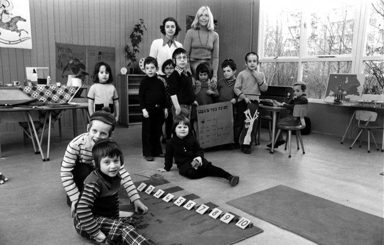 Een kleuterklas in het Cheider, 1975. Beeld Erwin Verheijen