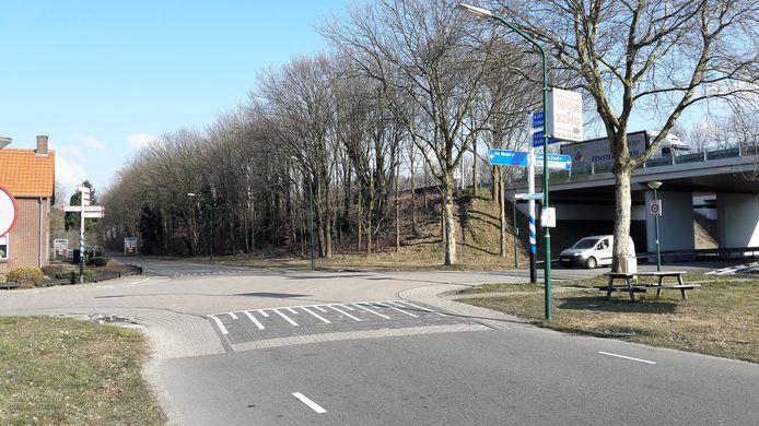 De veelbesproken kruising van de afrit N261 met de Bergstraat en de Heideweg tegen het dorp Loon op Zand.