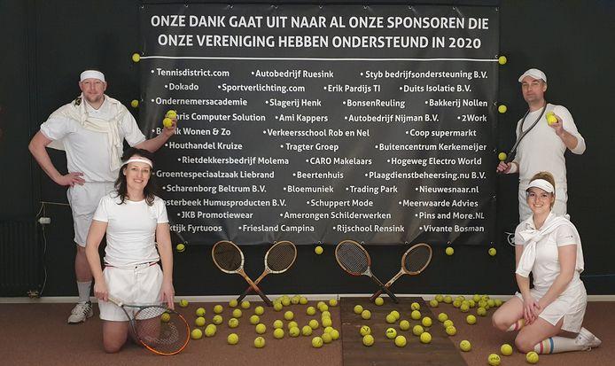 Carlo Oosterbeek, Leon Nieuwenhuis, Myrel Raaben en Johanne Hetzel hebben de online tennisbingo georganiseerd.