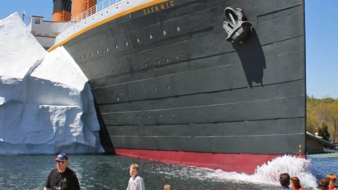 IJsberg brokkelt af in Titanic-museum: drie gewonden