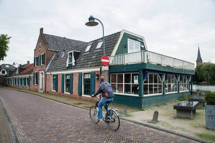 't Jagershuis aan de Amstelveense oever van de Amstel
