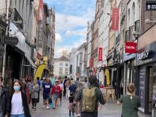 """Gezellig druk tijdens laatste soldendag in Gent: winkeliers """"gematigd positief"""" over verkoop"""
