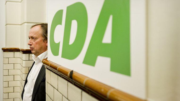 Henk Bleker van de CDA wacht woensdag op het partijbureau in Den Haag de uitslag van de Provinciale Statenverkiezingen af. Beeld null