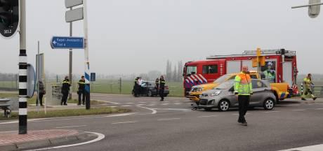 Twee automobilisten botsen tegen elkaar op N834