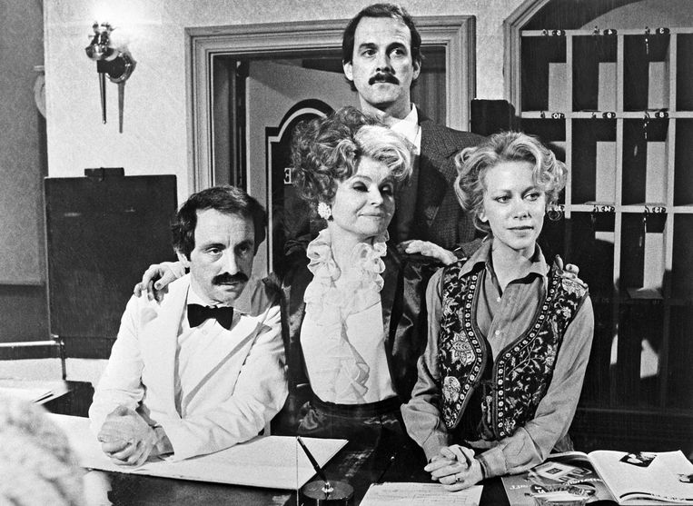 Andrew Sachs, Prunella Scales, John Cleese en Connie Booth in 'Fawlty Towers'. Beeld ANP Kippa