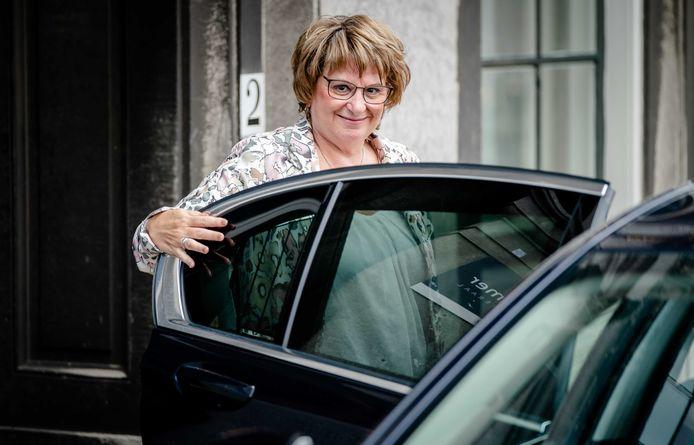 Informateur Mariette Hamer arriveert op het Binnenhof.