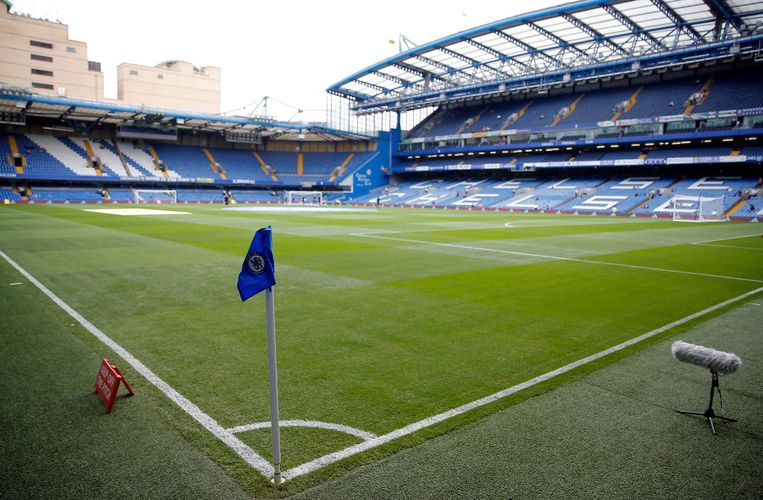 Zo ziet Stamford Bridge er nu uit, onderaan hoe het er in de toekomst zal uitzien Beeld photo_news