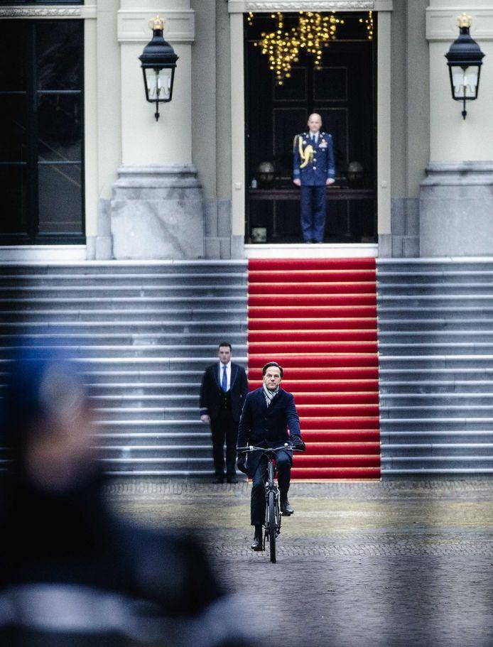 Premier Mark Rutte vrijdag bij Paleis Huis ten Bosch na het indienen van het ontslag van zijn kabinet aan de koning.