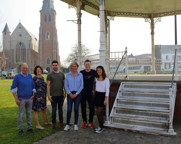 De groep achter de nieuwe vzw Steevenement in Watervliet.