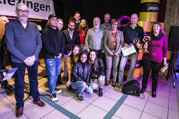Het Hellendoornse Sportgala is uitgesteld tot 2022, het gaat dus  nog wel even duren voordat weer een foto kan worden gemaakt van zoveel Hellendoornse topsporters.