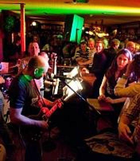 Horeca in Kampen werkt tijdens bandjesavond met polsbandjes voor toegang