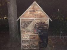 Insectenhotel bij basisschool in 't Harde op één avond twee keer in de hens: 'Gaan uit van brandstichting'