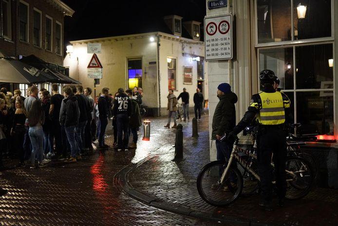 Beeld uit de Amersfoortse binnenstad op een uitgaansavond.