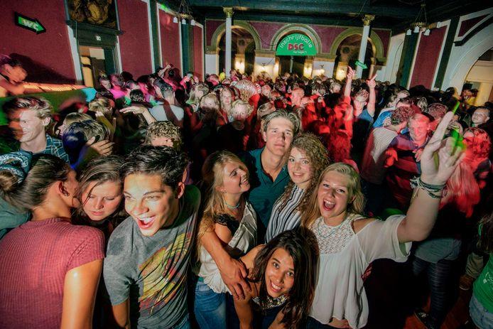 Dit soort feestjes zullen er voorlopig niet snel meer worden gehouden door studentenverenigingen.