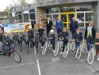 Rotaryclub Izegem schenkt veertig fietsen aan De Zonnebloem