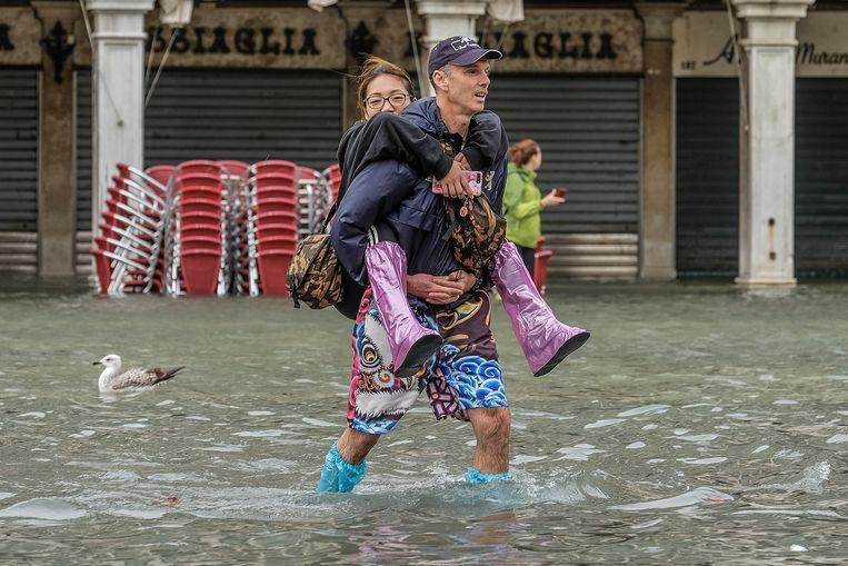 Extreem hoog water in de straten van Venetië.   Beeld Getty Images