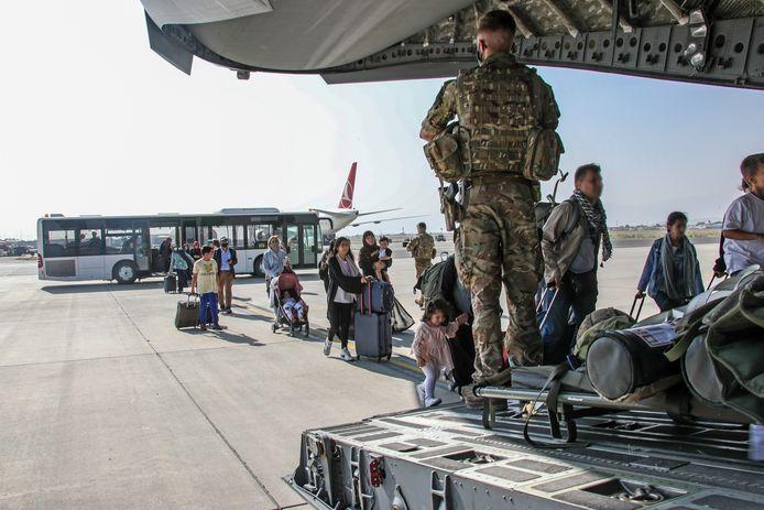 Illustratiefoto: een Brits vliegtuig dat eerder al vertrok uit Kaboel.