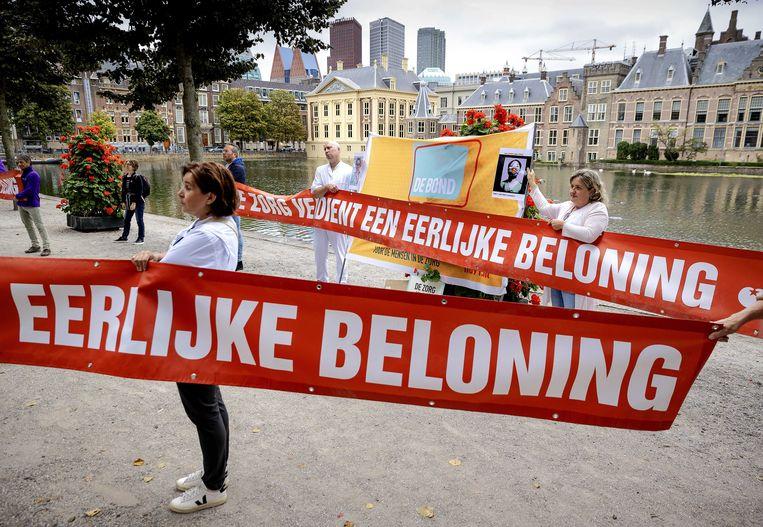 Zorgverleners vorige week in Den Haag, actievoerend voor hogere salarissen.  Beeld ANP