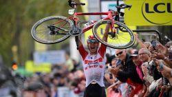 Wallays rondt solo van 44 kilometer fraai af en wint voor tweede keer Parijs-Tours