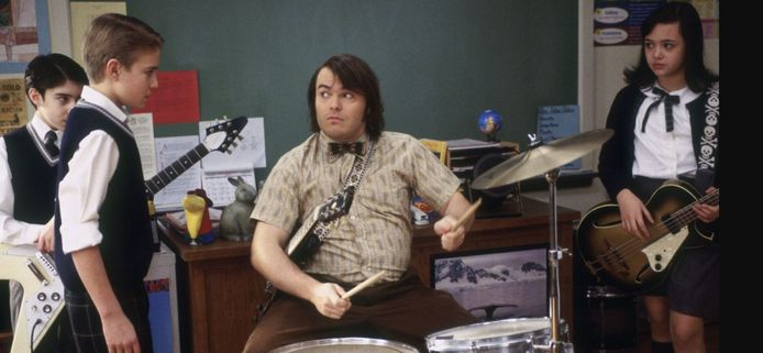 Scène uit School of Rock (2003): hoofdrolspeler Jack Black geeft drummer 'Freddy Jones' (Kevin Clark ) enkele tips.