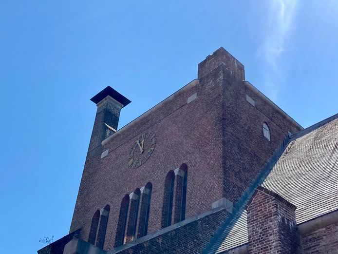 De klok van de Mariakerk in Vught staat inmiddels al jaren op 'vijf voor twaalf'.
