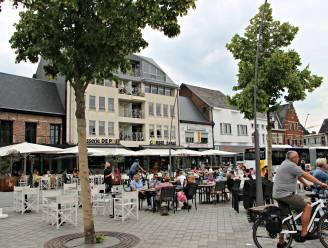 Grotere terrassen voor horecazaken, kleurrijke decoratie in stadscentrum en geen terrasbelasting dit jaar