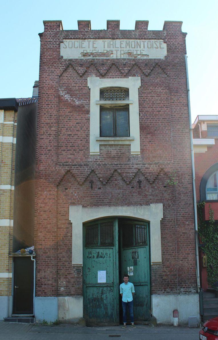 De oude elektriciteitstoren in de Raatshovenstraat in Landen.