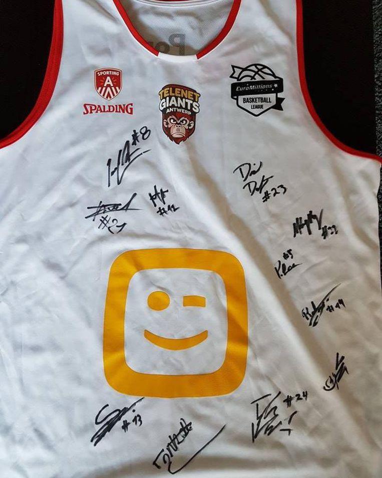 Een gesigneerd shirt van Antwerp Giants.