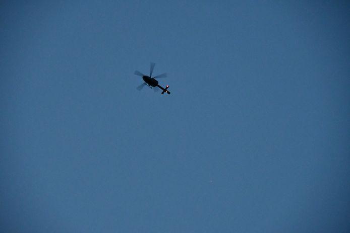 Helikopter dan kendaraan lapis baja digunakan untuk mencari kerucut bersenjata berat.