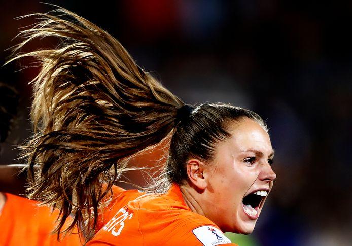 Lieke Martens viert haar winnende doelpunt tegen Japan op het WK.