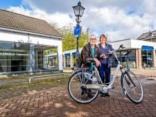 Tini (84) en Margriet (71) sluiten hun bijna 100 jaar oude winkel en gaan met pensioen: 'Wat moet dit worden met ons?'