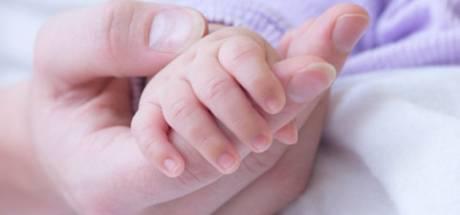 Elle reçoit une dose de vaccin et accouche trois semaines plus tard d'un bébé doté d'anticorps contre le coronavirus