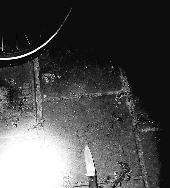 De dief had een mes op zak.